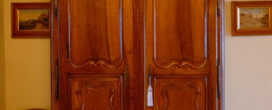 Faux armoire – Entry to master wing