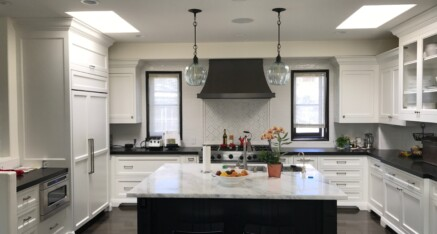 Black & white kitchen in Manhattan Beach